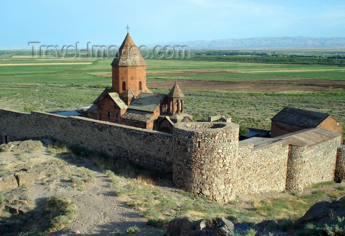 armenia90: Armenia - Khor Virap, Ararat province: the monastery - walls seen from above - photo by A.Ishkhanyan - (c) Travel-Images.com - Stock Photography agency - Image Bank