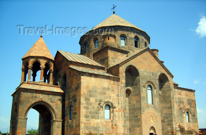 armenia92: Armenia - Echmiatzin, Armavir province: Church of martyr St Hripsime - sixteen-facet cupola - UNESCO world heritage site - photo by S.Hovakimyan - (c) Travel-Images.com - Stock Photography agency - Image Bank