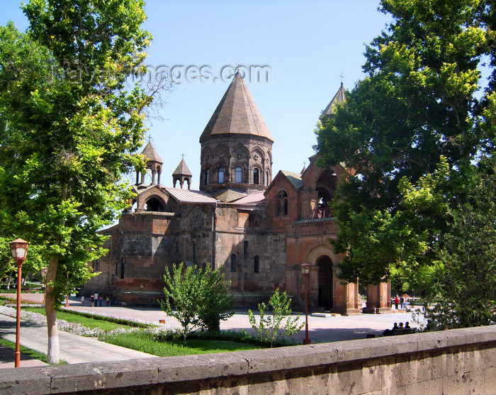 armenia94: Armenia - Echmiatzin, Armavir province: Cathedral of St. Echmiatzin, the oldest in the world, founded in 303 AD - from outside the walled compound - UNESCO world heritage site - photo by S.Hovakimyan - (c) Travel-Images.com - Stock Photography agency - Image Bank