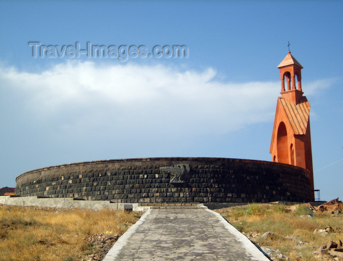 armenia96: Armenia - Armavir province: cemetery by the Artashat highway - photo by S.Hovakimyan - (c) Travel-Images.com - Stock Photography agency - Image Bank