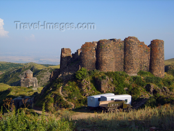 armenia98: Armenia - Ambert / Amberd castle, Aragatsotn province: the fortress stands on a rocky scarp formed by the rivers Amberd and Arkhashen, 2300m above sea level - slopes of Mt. Aragats - photo by S.Hovakimyan - (c) Travel-Images.com - Stock Photography agency - Image Bank