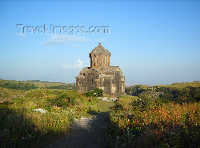 armenia99: Armenia - Ambert / Amberd, Aragatsotn province: church, built in 1026 by the architect Vagram Pakhlavuni - photo by S.Hovakimyan - (c) Travel-Images.com - Stock Photography agency - Image Bank