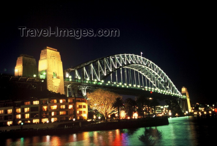 australia119: Australia - Sydney (NSW): Harbour Bridge - at night (photo by  Picture Tasmania/Steve Lovegrove) - (c) Travel-Images.com - Stock Photography agency - Image Bank