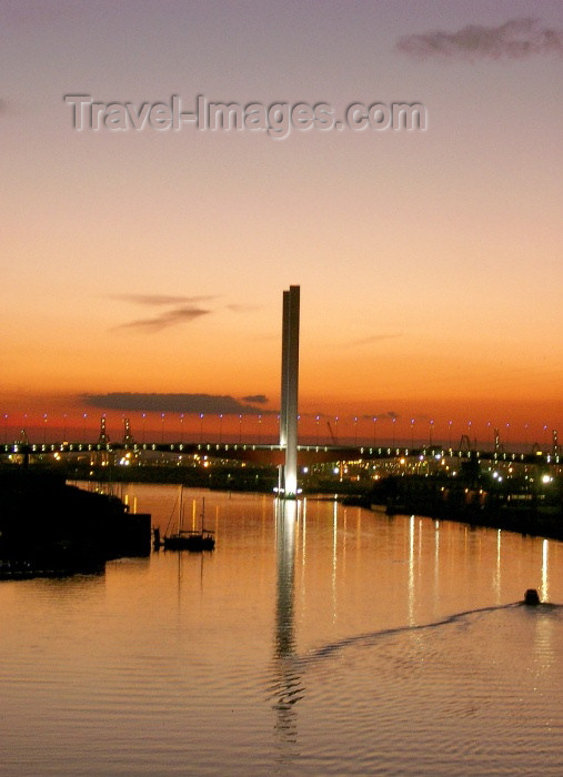 australia148: Australia - Melbourne (Victoria): Sunset on the Yarra River - Bolte Bridge - twin Cantilever bridge - architects Denton Corker Marshall - Docklands - photo by Luca Dal Bo - (c) Travel-Images.com - Stock Photography agency - Image Bank