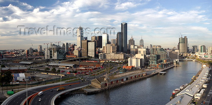 australia150: Australia - Melbourne (Victoria): day view - sky line - CBD and the Yarra river - photo by Luca Dal Bo - (c) Travel-Images.com - Stock Photography agency - Image Bank