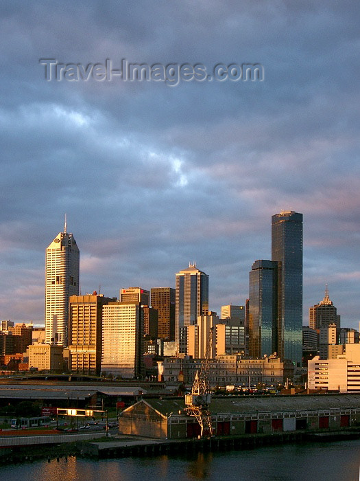 australia151: Australia - Melbourne (Victoria): at sunset - Central Business District skyscrapers - photo by Luca Dal Bo - (c) Travel-Images.com - Stock Photography agency - Image Bank