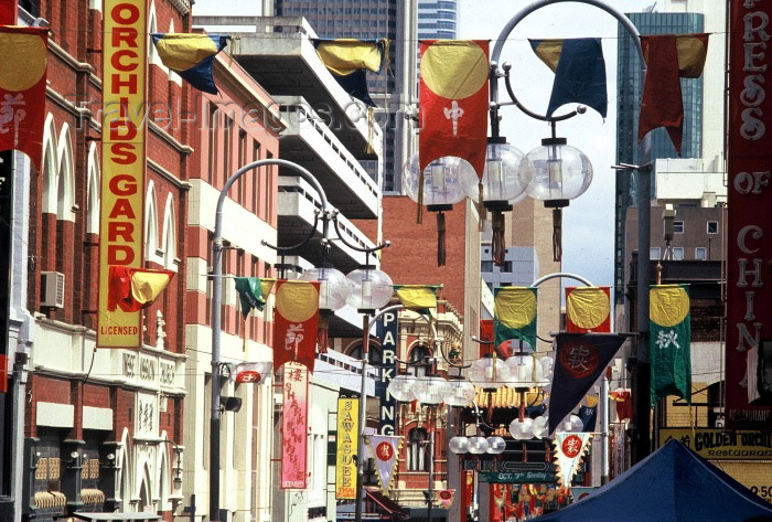 australia214: Australia - Melbourne (Victoria): Chinatown - Little Bourke St - photo by  Picture Tasmania/Steve Lovegrove - (c) Travel-Images.com - Stock Photography agency - Image Bank