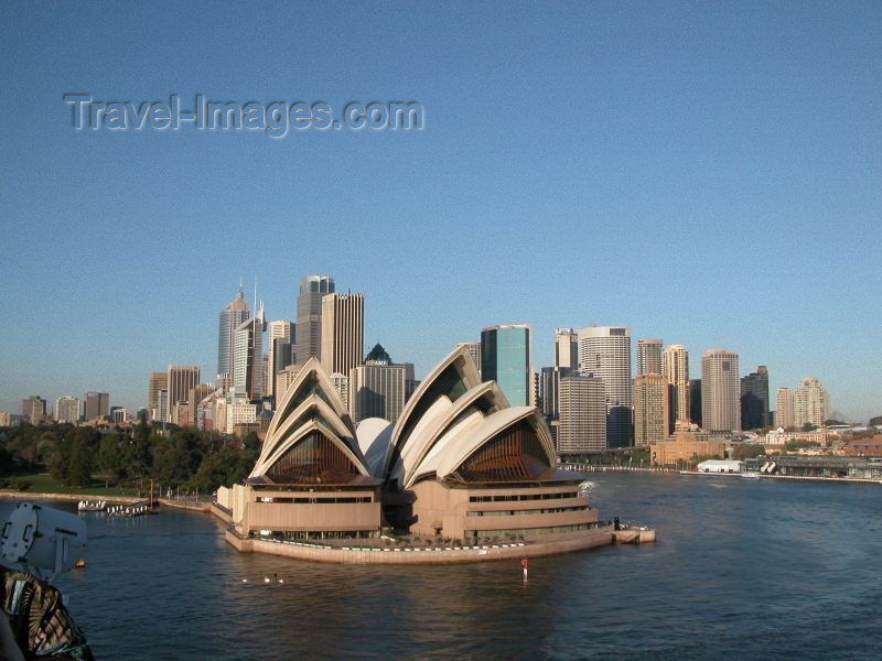 australia27: Australia - Sydney / SYD / RSE / LBH - New South Wales: the Opera House (photo by Tim Fielding) - (c) Travel-Images.com - Stock Photography agency - Image Bank