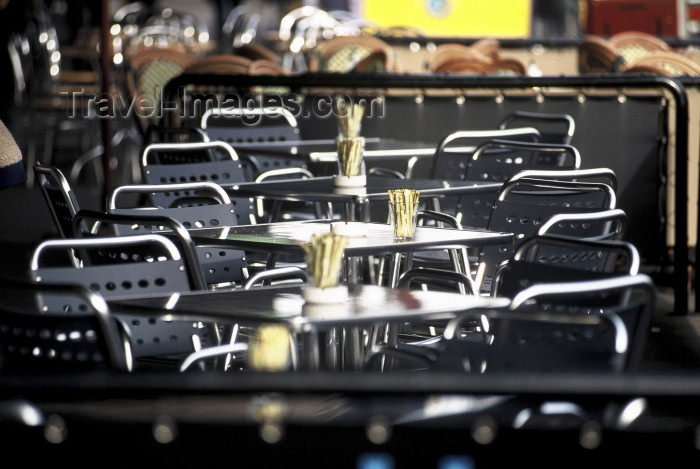 australia346: Australia - Melbourne (Victoria): cafe - empty metal chairs and tables - photo by  Steve Lovegrove - (c) Travel-Images.com - Stock Photography agency - Image Bank