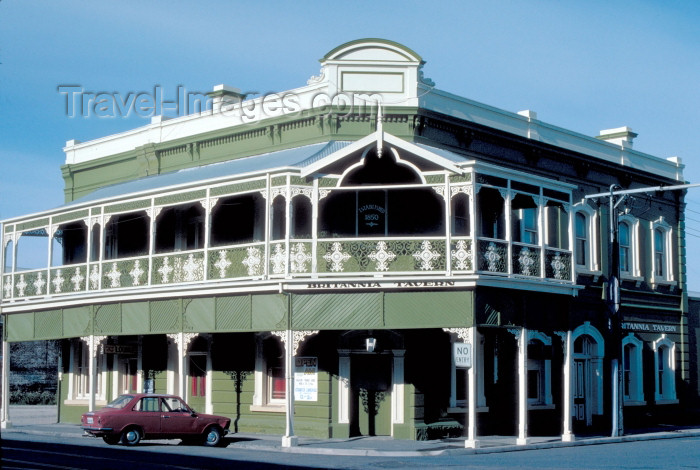 australia384: Australia - Port Adelaide (SA): Classic Australian Hotel - Britannia Tavern - lodging - photo by Rod Eime - (c) Travel-Images.com - Stock Photography agency - Image Bank