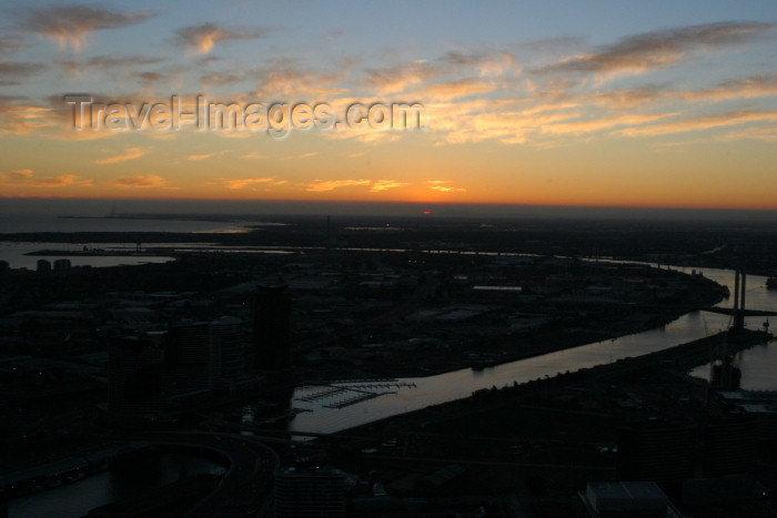 australia551: Australia - Melbourne (Victoria): Sunset over the Yarra River - photo by R.Zafar - (c) Travel-Images.com - Stock Photography agency - Image Bank