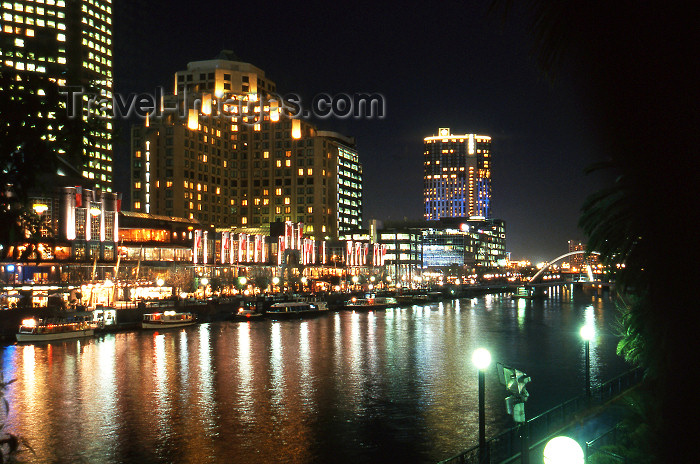 australia635: Australia - Melbourne: night on the river - Victoria - photo by S.Lovegrove - (c) Travel-Images.com - Stock Photography agency - Image Bank