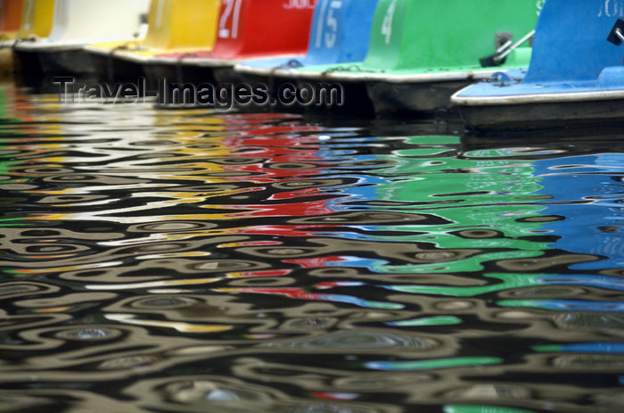australia640: Australia - Adelaide (SA): paddle boat reflections - pond - photo by S.Lovegrove - (c) Travel-Images.com - Stock Photography agency - Image Bank