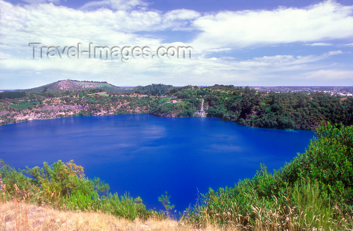 australia683: Australia - Mt. Gambier's Blue Lake, South Australia - photo by G.Scheer - (c) Travel-Images.com - Stock Photography agency - Image Bank