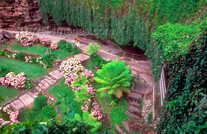 australia689: Australia - Mt. Gambier, South Australia: Umpherston Cave Gardens - photo by G.Scheer - (c) Travel-Images.com - Stock Photography agency - Image Bank