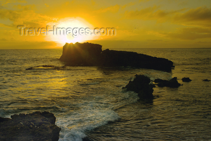 australia694: Australia - Canunda National Park, South Australia: islet at sunset - photo by G.Scheer - (c) Travel-Images.com - Stock Photography agency - Image Bank
