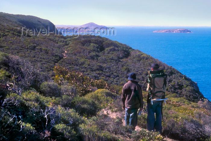 australia703: Australia - Heysen Trail near Waitpinga, South Australia: hikers enjoy the view - photo by G.Scheer - (c) Travel-Images.com - Stock Photography agency - Image Bank