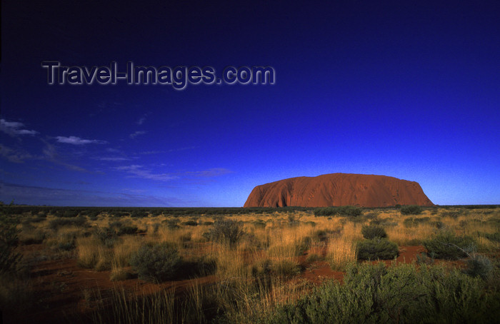 australia726: Ayers Rock / Uluru - Northern Territory, Australia: the thirds rule - photo by Y.Xu - (c) Travel-Images.com - Stock Photography agency - Image Bank