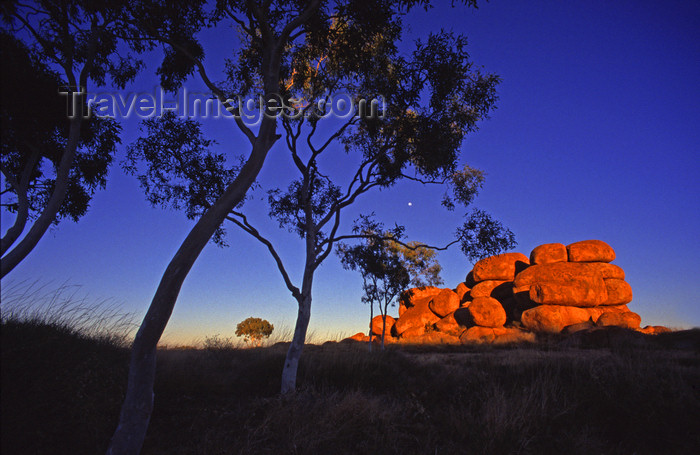 australia730: Devil's Marbles Conservation Reserve, NT, Australia: the boulders are called Karlu Karlu by the local Kaytetye aborigines - photo by Y.Xu - (c) Travel-Images.com - Stock Photography agency - Image Bank