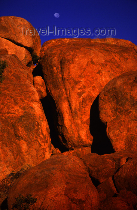 australia733: Devil's Marbles Conservation Reserve, NT, Australia: giant boulders - photo by Y.Xu - (c) Travel-Images.com - Stock Photography agency - Image Bank