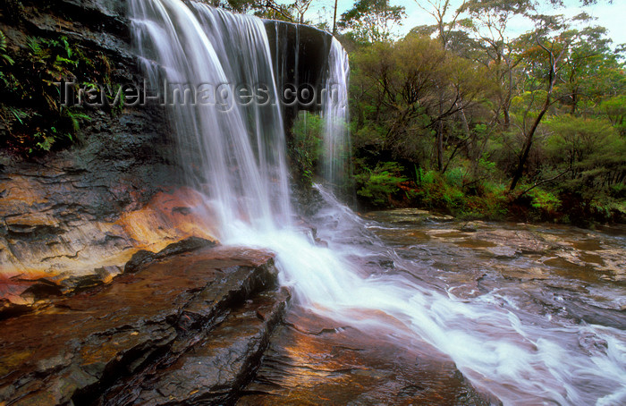 australia751: Blue Mountains, New South Wales, Australia: Weeping Rock waterfall, near Leura - photo by G.Scheer - (c) Travel-Images.com - Stock Photography agency - Image Bank