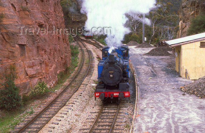 australia755: Lithgow valley, New South Wales, Australia: Zig Zag Railway Train at a cutting - Blue Mountains - photo by G.Scheer - (c) Travel-Images.com - Stock Photography agency - Image Bank