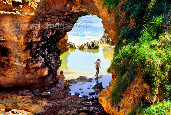 australia760: Great Ocean Road, Victoria, Australia: the Grotto - sink hole - photo by G.Scheer - (c) Travel-Images.com - Stock Photography agency - Image Bank