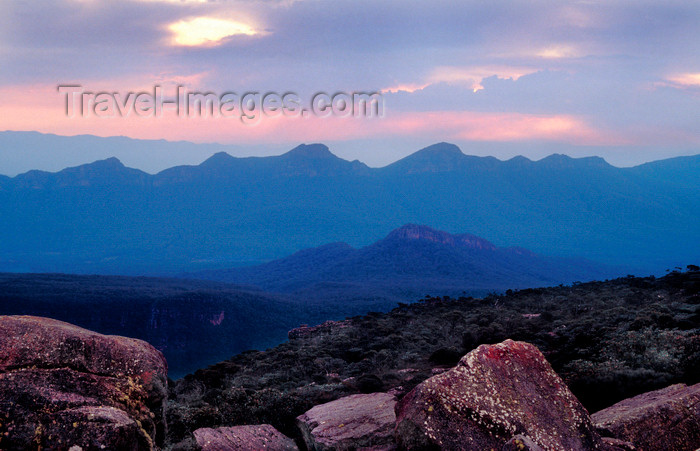 australia766: Grampians National Park, Victoria, Australia: view from Mt. William - rocks - photo by G.Scheer - (c) Travel-Images.com - Stock Photography agency - Image Bank