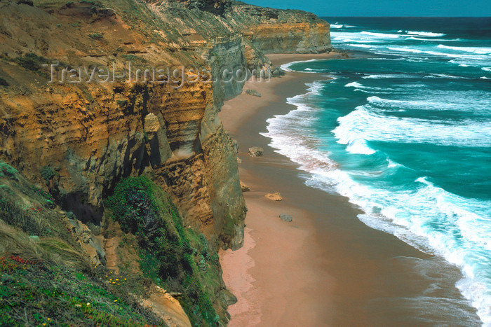 australia773: Great Ocean Road, Victoria, Australia: cliffs - limestone and sandstone - B100 - photo by G.Scheer - (c) Travel-Images.com - Stock Photography agency - Image Bank
