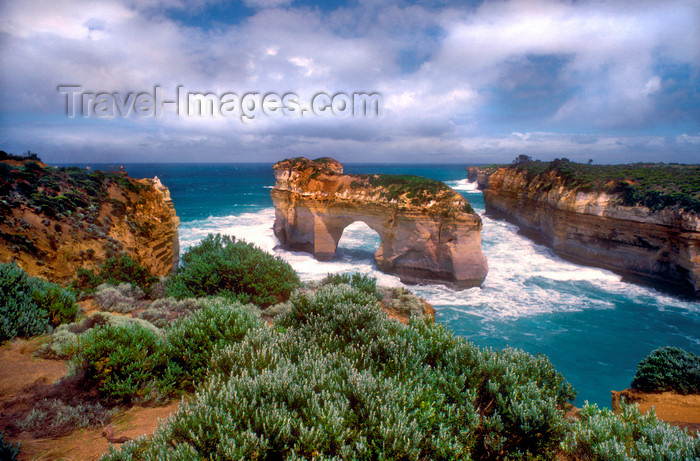 australia792: Great Ocean Road, Victoria, Australia: arch - rock formation - Port Campbell National Park - photo by G.Scheer - (c) Travel-Images.com - Stock Photography agency - Image Bank