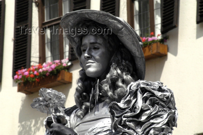 austria104: Austria - Innsbruck (Tirol / Tyrol): live statue - Young Lady in Innsbruck Capital of Austrian federal state of Tirol. She's clothed and colored al overall in silver earning her money as a stree artist (photo by W.Schmidt) - (c) Travel-Images.com - Stock Photography agency - Image Bank
