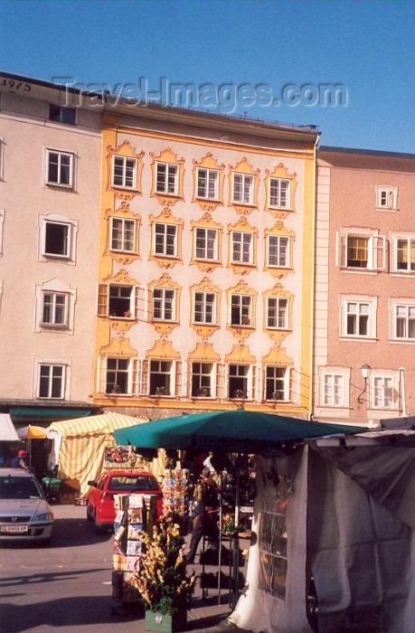 austria14: Austria / Österreich - Salzburg: birthplace of Wolfgang Amadeus Mozart - Getreidegasse 9 - Mozart's house - Mozarts Geburtshaus - photo by M.Torres - (c) Travel-Images.com - Stock Photography agency - Image Bank