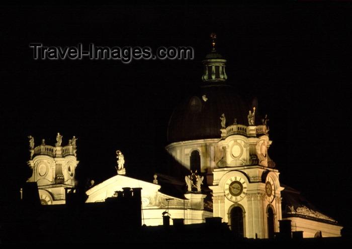 austria68: Austria - Salzburg: the Collegiate Church / Kollegienkirche / Universitätskirche - Baroque architecture by Fischer von Erlach - Universitätsplatz - nocturnal / Nacht - photo by F.Rigaud - (c) Travel-Images.com - Stock Photography agency - Image Bank
