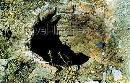az-ganca23: Azerbaijan - Ganca: well at the fortress - photo by Elnur Hasan - (c) Travel-Images.com - Stock Photography agency - Image Bank