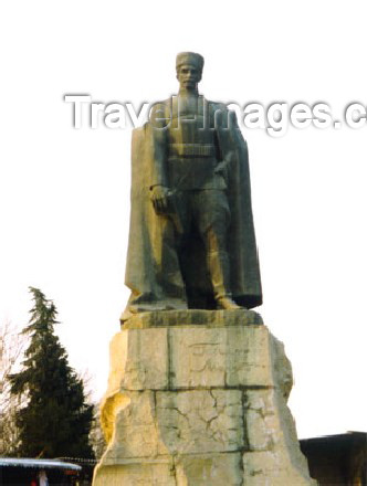 az-ganca4: Azerbaijan - Ganca: Gatir Mammad statue - photo by Elnur Hasan - (c) Travel-Images.com - Stock Photography agency - Image Bank