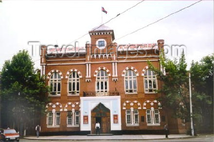 az-ganca8: Azerbaijan - Ganca: Agricultural School (Old Parliament) / 1918 ci il Azerbaycan Cumhiriyyetinin binasi. Gence sheheri. - photo by Elnur Hasan - (c) Travel-Images.com - Stock Photography agency - Image Bank