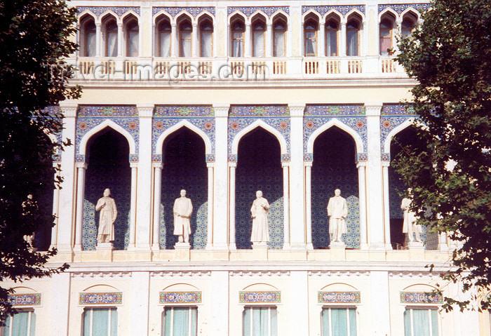 azer10: Azerbaijan - Baku: Nizami literary museum - statues of Azerbaijani writers - Fisuli, Vaghif, Mirza Fatali Akhundov, Natavan, Djalil Mamedkulizade, Djafar Djabarly - Istiglaliyyat Str. - photo by M.Torres - (c) Travel-Images.com - Stock Photography agency - Image Bank