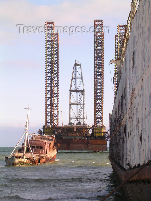 azer111: Baku, Azerbaijan: a modern drilling platform to be located in the Caspian sea - photo by G.Monssen - (c) Travel-Images.com - Stock Photography agency - Image Bank