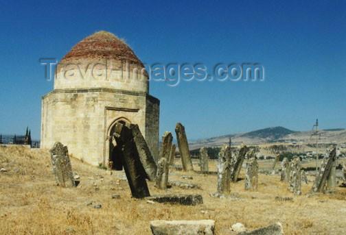 azer114: Azerbaijan - Eddi Gyumbez / Eddi Gumbaz - Samaxi Rayonu: Shirvan Khans tombs - Mausoleum (photo by G.Frysinger) - (c) Travel-Images.com - Stock Photography agency - Image Bank