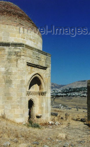 azer115: Azerbaijan - Eddi Gyumbez - Samaxi Rayonu: Shirvan Khans tombs - dome - photo by G.Frysinger - (c) Travel-Images.com - Stock Photography agency - Image Bank