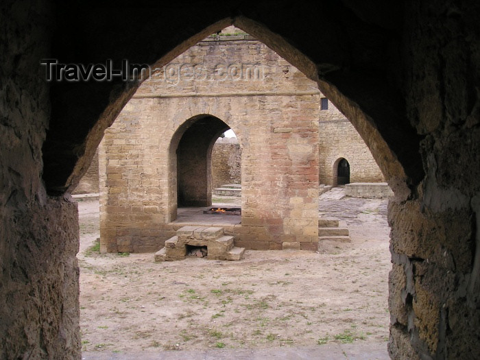 azer117: Azerbaijan - Abseron Yasaqligi - Surakhany: Ateshgah fire temple - inside - Zoroastrianism - photo by F.MacLachlan - (c) Travel-Images.com - Stock Photography agency - Image Bank