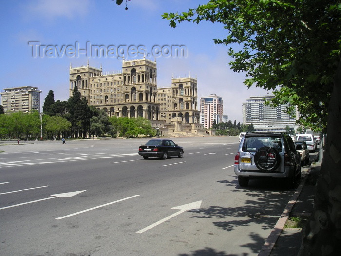 azer122: Azerbaijan - Baku: Azadlig square and Government House - photo by F.MacLachlan - (c) Travel-Images.com - Stock Photography agency - Image Bank