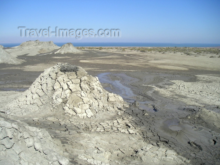 azer129: Azerbaijan - Gobustan / Qobustan / Kobustan: mud volcanos - the landscape (photo by  Fiona MacLachlan) - (c) Travel-Images.com - Stock Photography agency - Image Bank