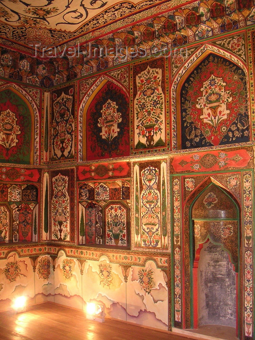 azer138: Azerbaijan - Sheki: the Khan's palace - interior decoration - frescoes (photo by A.Kilroy) - (c) Travel-Images.com - Stock Photography agency - Image Bank
