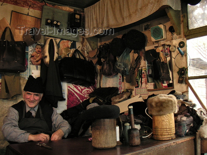 azer142: Azerbaijan - Sheki: hat maker - artisan working with Astrakan wool - photo by A.Kilroy - (c) Travel-Images.com - Stock Photography agency - Image Bank