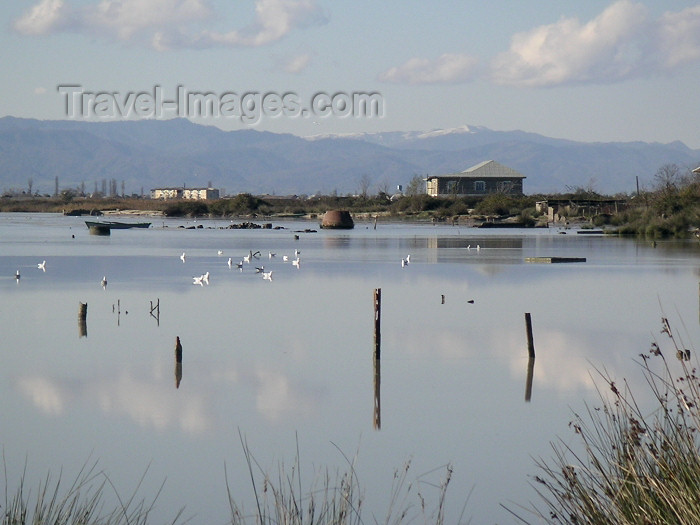 azer146: Azerbaijan - Narimanabad - Lankaran Rayonu: calm waters of the Caspian sea, with Talysh mountains in background (photo by A.Kilroy) - (c) Travel-Images.com - Stock Photography agency - Image Bank