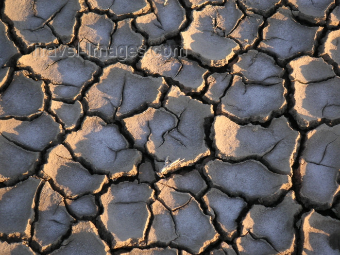 azer152: Azerbaijan - Gobustan / Qobustan / Kobustan: cracked dry mud - mud volcano area - photo by Austin Kilroy - (c) Travel-Images.com - Stock Photography agency - Image Bank