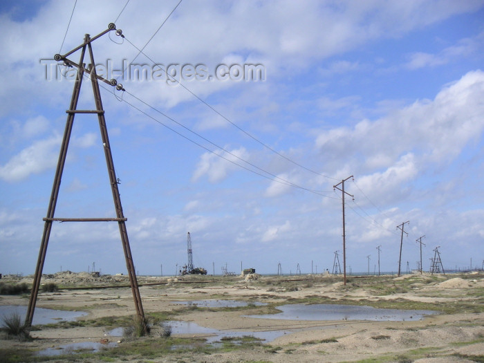 azer155: Azerbaijan - Artyom - Pirallahi Island - Absheron peninsula - Baki Sahari: electricity cables and an oil pipeline - photo by Austin Kilroy - (c) Travel-Images.com - Stock Photography agency - Image Bank