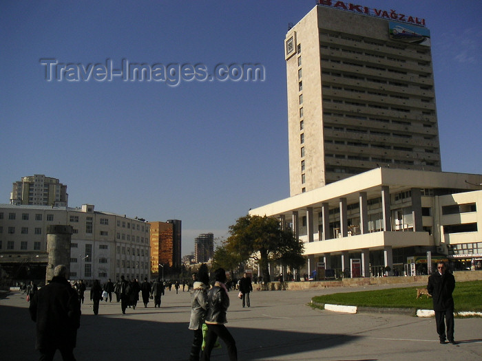 azer162: Azerbaijan - Baku: Railway station and 28 May square / praça 28 de Maio - photo by Austin Kilroy - (c) Travel-Images.com - Stock Photography agency - Image Bank