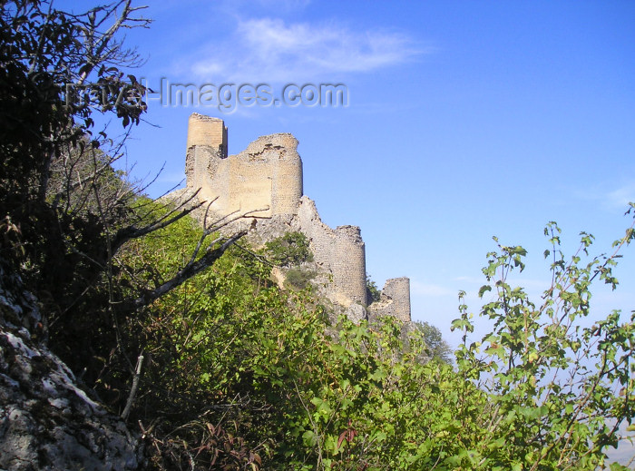 azer184: Chirag Gala / Ciraq Qala - Davachi rayon, Azerbaijan: the castle seen from below - built by the Sassanid Empire - photo by F.MacLachlan - (c) Travel-Images.com - Stock Photography agency - Image Bank